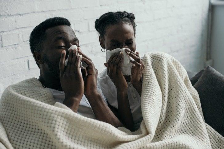 grip olmuş erkek ve kadın