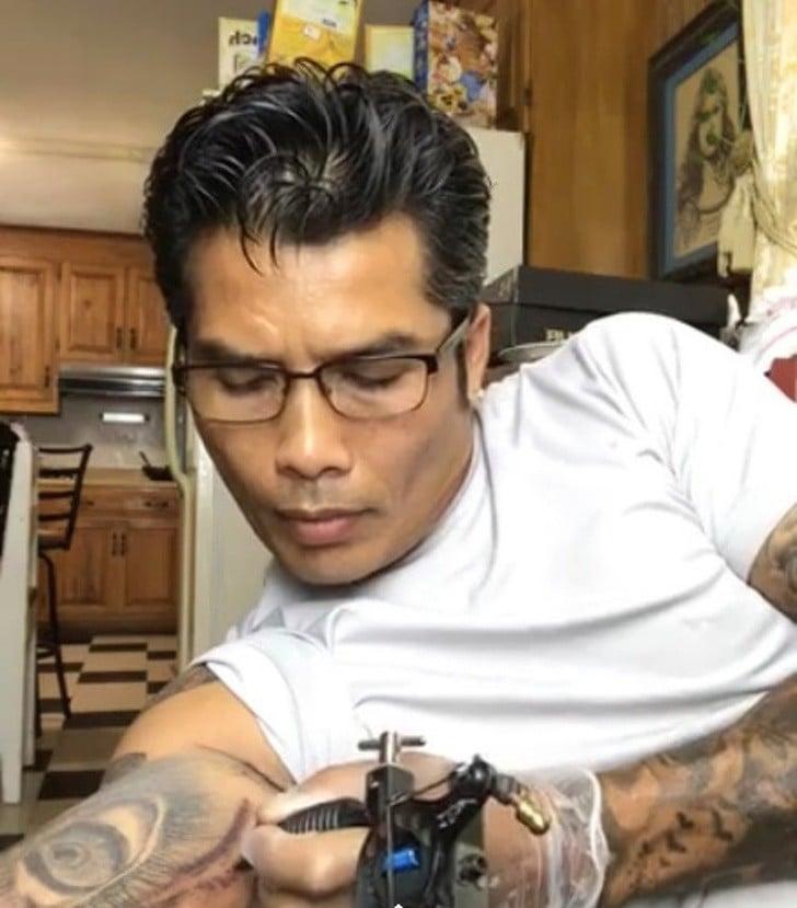 dövme yapan baba