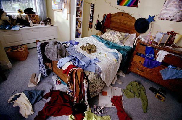 dağınık yatak odası