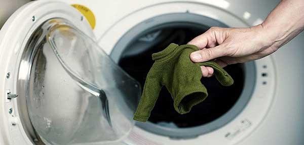 çamaşır çeken kazak