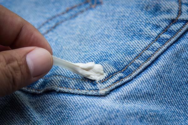 sakızın pantolona yapışması