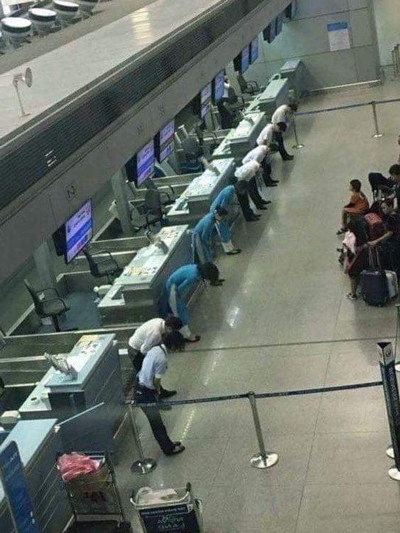 yolculardan ozur dileyen japonlar